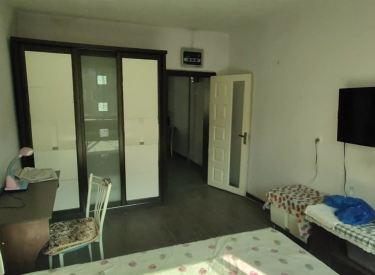 金秋医院旁 中等装修  一室一厅大单间 东西齐全 随时看房