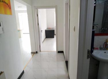 大悦城 一室一厅 80平 干净立正 空调 热水器都有