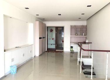罗马假日 精装全跃户型1室 2厅 家具家电全 包取暖物业