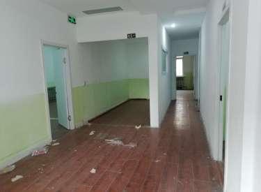 (出租)地铁口纯一层门脸8米 经营装修 手续全房主直租年租11.5万
