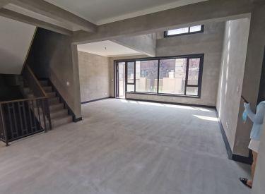 华润净月台别墅 地上3层使用面积约500平2个车库 南北花园